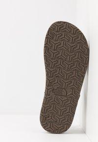 The North Face - W SKEENA SANDAL - Walking sandals - black/vintage white - 4