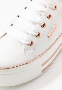 Dockers by Gerli - Sneakers laag - weiß/rosegold - 2