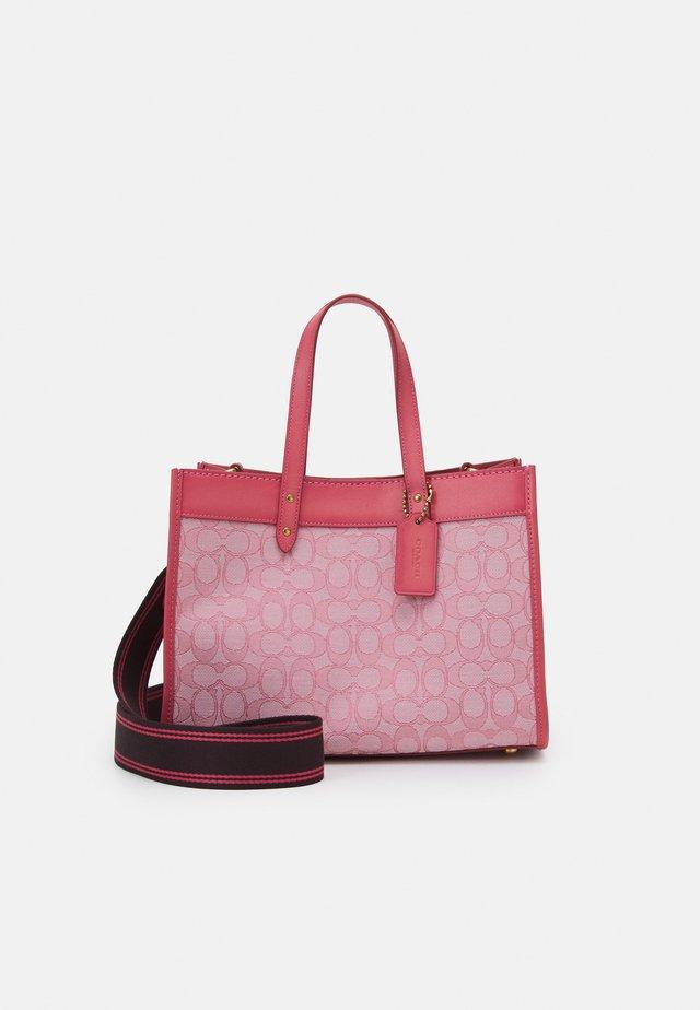 SIGNATURE FIELD TOTE - Shopping bag - taffy taffy