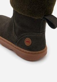 Camper - KIDO KIDS - Winter boots - dark green - 5