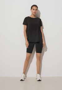 OYSHO - TECHNICAL - T-shirt de sport - black - 1