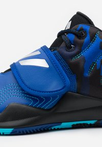 adidas Performance - DEEP THREAT CLOUDFOAM BASKETBALL SHOES - Basketbalové boty - royal blue/core black/collegiate navy - 5