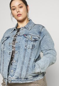 Levi's® Plus - ORIGINAL TRUCKER - Denim jacket - light-blue denim - 3