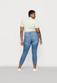 ONLY Carmakoma - CARHYSON LIFE GIRLFRIEND - Jeans Skinny Fit - medium blue denim - 2