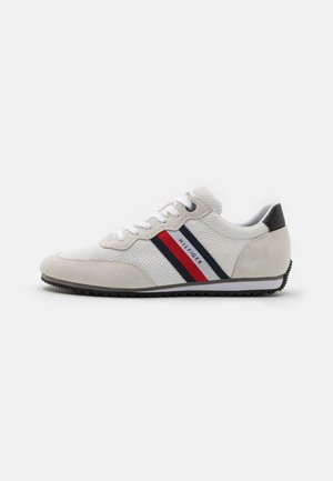 ESSENTIAL RUNNER - Trainers - white