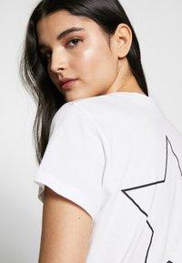 Pinko - PATACIA - T-shirt z nadrukiem - bianco - 3