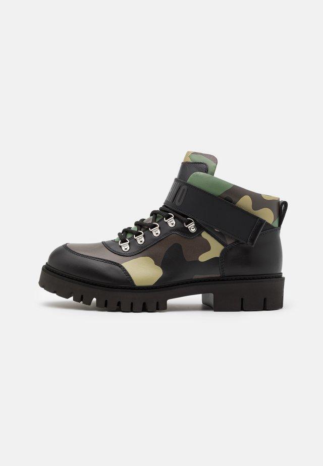 SHORT BOOTS - Stivaletti stringati - dark green