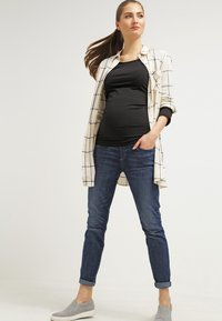 Zalando Essentials Maternity - Topper langermet - black - 1