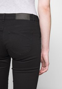Noisy May - NMEVE JEANS - Jeans Skinny Fit - black - 3