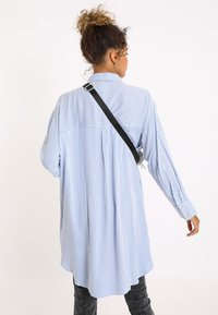Pimkie - OVERSIZE - Button-down blouse - blau - 2