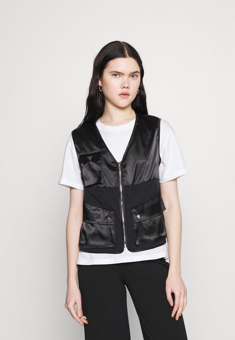 Missguided - ZIP THRU POCKET DETAIL WAIST COAT - Waistcoat - black
