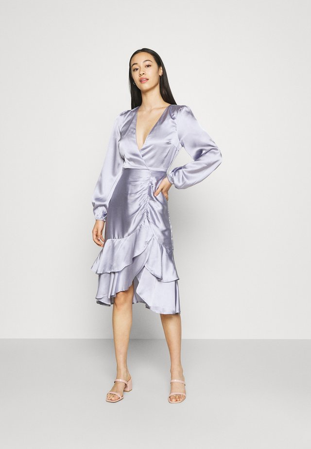 EYES ON ME RUCHED DRESS - Vestido de cóctel - dusty blue