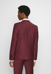 Twisted Tailor - KINGDON SUIT - Kostym - bordeaux - 3