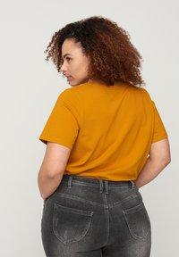 Zizzi - Basic T-shirt - brown - 2