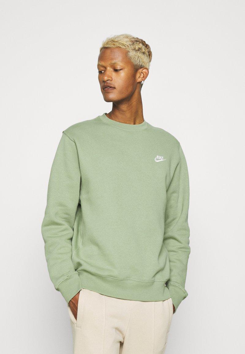 Nike Sportswear - CLUB CREW - Felpa - oil green