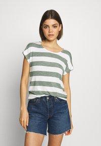 Vero Moda - VMWIDE STRIPE TOP  - Camiseta estampada - laurel wreath/snow white - 0