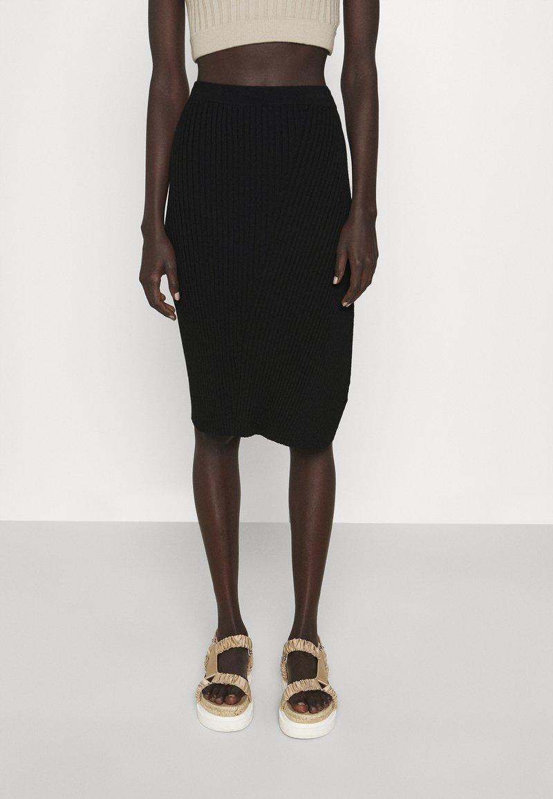 Filippa K - OLIVIA SKIRT - Pouzdrová sukně - black