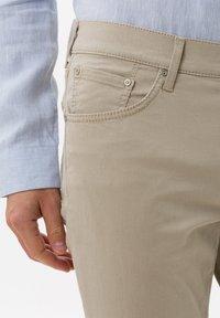 BRAX - STYLE CHUCK - Straight leg jeans - beige - 3