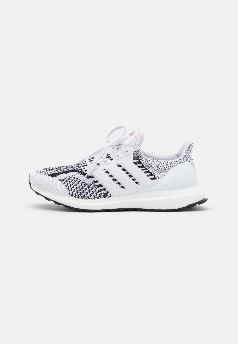 adidas Performance - ULTRABOOST 5.0 DNA UNISEX - Nøytrale løpesko - footwear white/core black