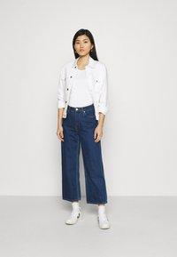 Tommy Hilfiger - SLIM ROUND NECK - T-shirts - white - 1