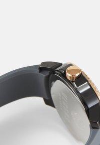 Versus Versace - ABERDEEN EXTENSION - Watch - grey/rose - 2