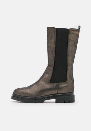 SADDIE - Boots - bronze