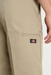 Dickies - MULTI POCKET WORK  - Shorts - khaki - 6