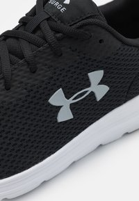 Under Armour - SURGE 2 - Neutral running shoes - black - 5