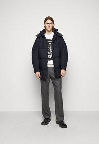 Henrik Vibskov - TILES LONG COAT - Winter jacket - navy - 1