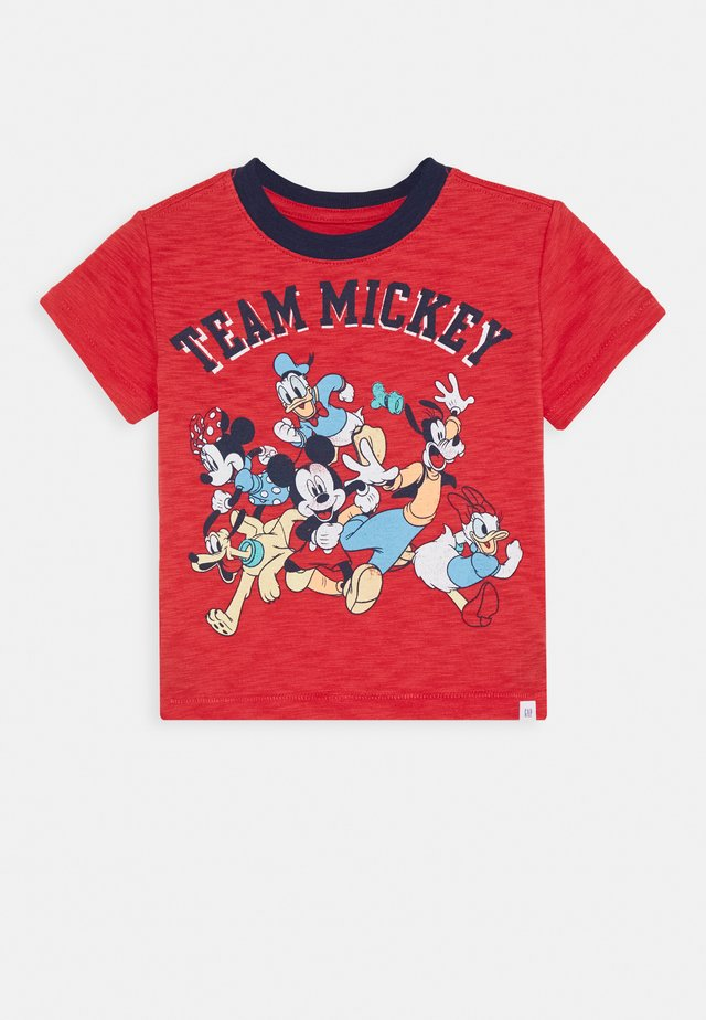 TODDLER BOY MICKEY GRAPHICS - T-shirt z nadrukiem - buoy red