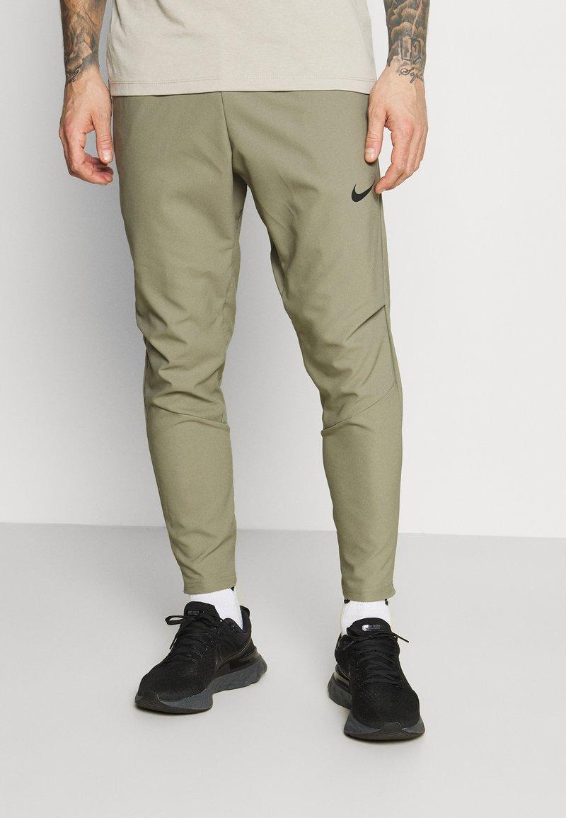 Nike Performance - FLEX VENT MAX PANT - Pantalon de survêtement - light army/black