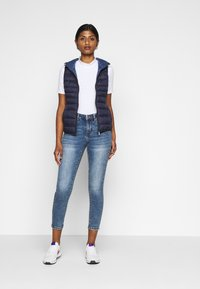Vero Moda Petite - VMTERESA - Skinny džíny - medium blue denim - 1