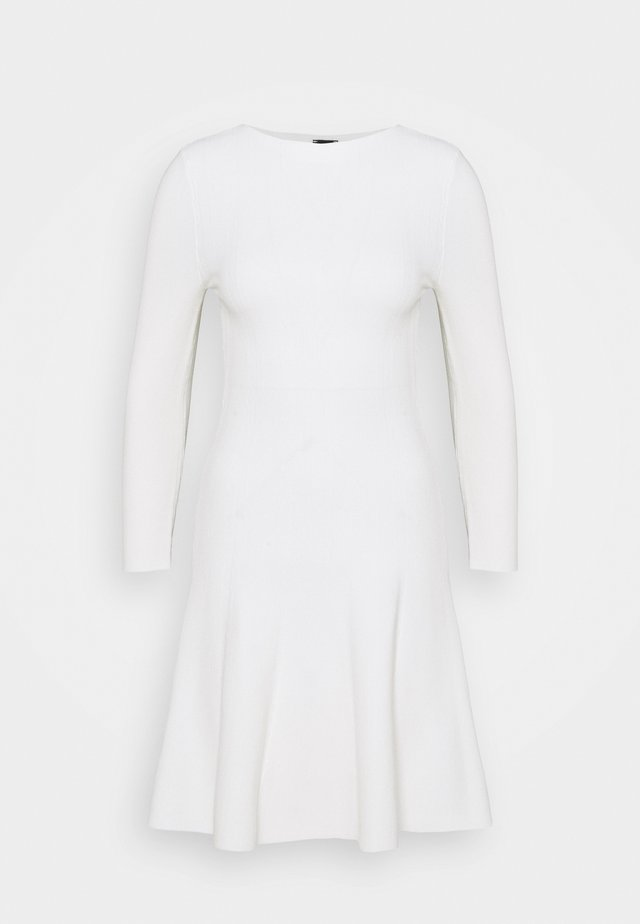LIBERIA DRESS - Pletené šaty - white