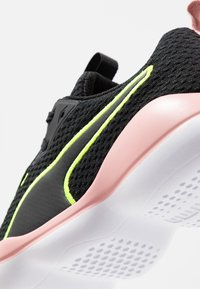 Puma - FLOURISH FS SHIFT - Sportovní boty - black/white - 5