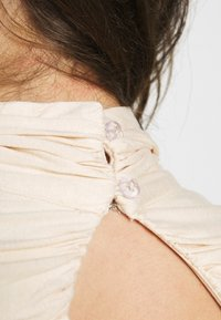 Lost Ink - RUCHED DETAIL LONG SLEEVE - T-shirt à manches longues - beige - 6