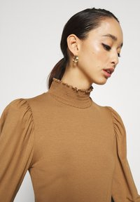 ONLY - ONLELVA  SMOCK - Camiseta de manga larga - toasted coconut - 6