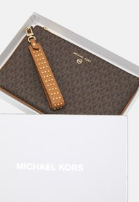 MICHAEL Michael Kors - JET SET CHARM - Wallet - acorn - 3