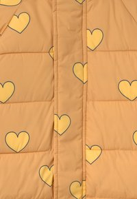 TINYCOTTONS - HEARTS PADDED ONE-PIECE - Combinaison de ski - camel/yellow - 2