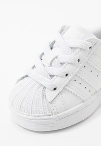 adidas Originals - SUPERSTAR SPORTS INSPIRED SHOES - Sneakers basse - footwear white