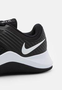 Nike Performance - MC TRAINER - Sportschoenen - black/white - 5