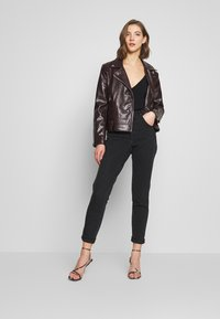 Topshop - BUT MOM - Džíny Relaxed Fit - washed black - 1