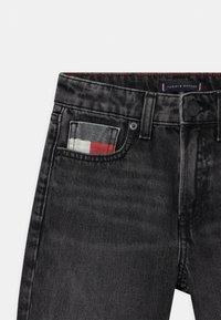 Tommy Hilfiger - MODERN STRAIGHT  - Denim shorts - grey denim - 2