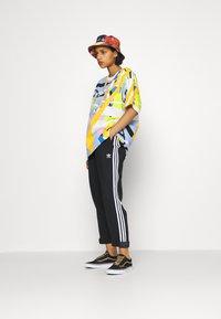 adidas Originals - BF ADICOLOR PRIMEBLUE RELAXED PANTS - Tracksuit bottoms - black - 4