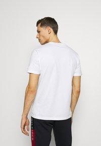 Napapijri - SOBAR GRAPHIC FT5 - Print T-shirt - white - 2