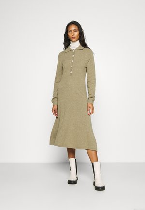 AMARITA DRESS - Strickkleid - covert green