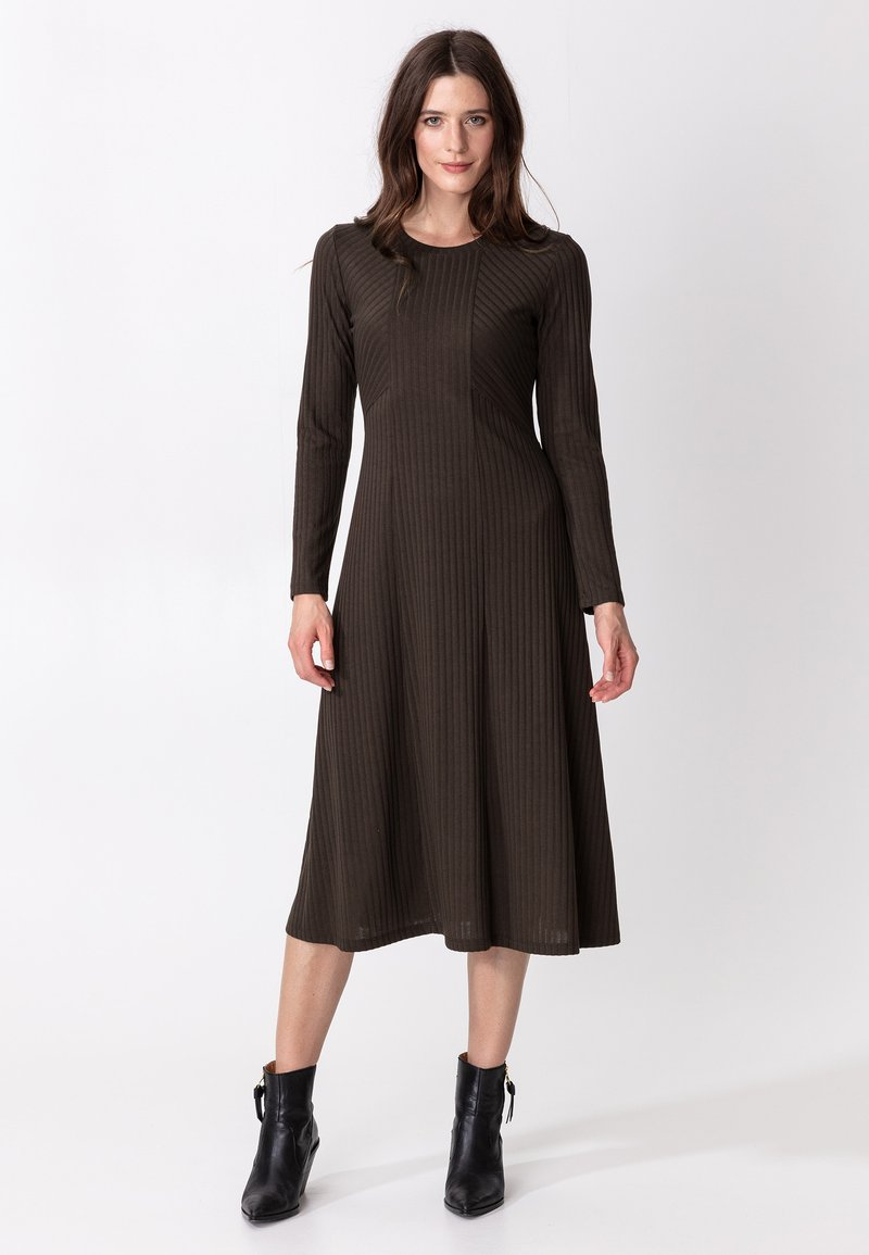 Indiska - ARA - Jumper dress - brown