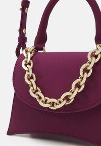 Topshop - MINI XBODY WITH CHAIN - Handbag - raspberry - 3