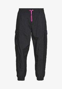 Nike Sportswear - W NSW ICN CLSH PANT WVN - Joggebukse - black/fire pink - 4