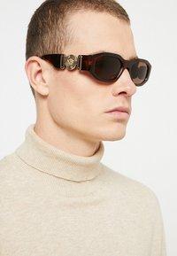 Versace - UNISEX - Sluneční brýle - havana - 1