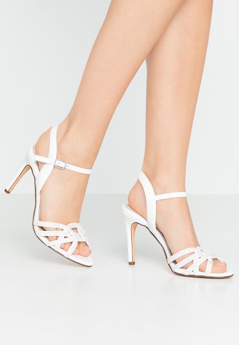 Buffalo - AFTERGLOW - Sandály na vysokém podpatku - white